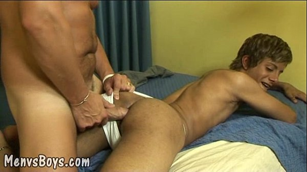 Twink pleasures fat meat first thing in morning